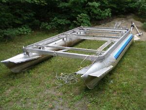 pédalo ponton  6' X10'  cylindres de  14' en aluminium.