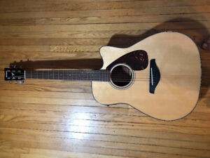 Acoustic / Electric yamaha   Guitar