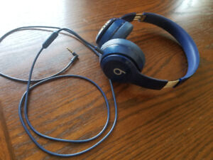 Beats solo 2 headphones. Like new perfect condition