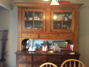Hutch: China cabinet with 6 drawers