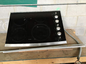 Ge profile glass cooktop