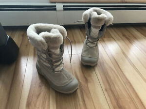 Excellent condition just like new. Size 7 Winter boots Columbia