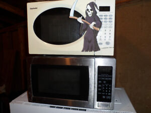 """WANTED: FREE """"DEAD"""" MICROWAVES!  FREE PICKUP!"""