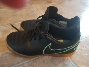 Nike Indoor Soccer Shoes Size US 5Y.  Excellent condition.