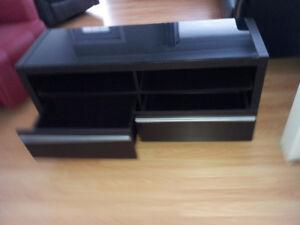 Meuble de télé 48x16x19 acheté chez Tanguay