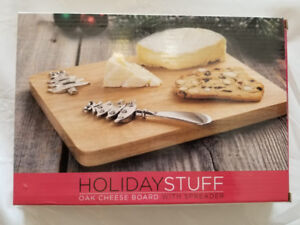 Oak Cheese Board with Xmas tree Spreader - BRAND NEW IN A BOX