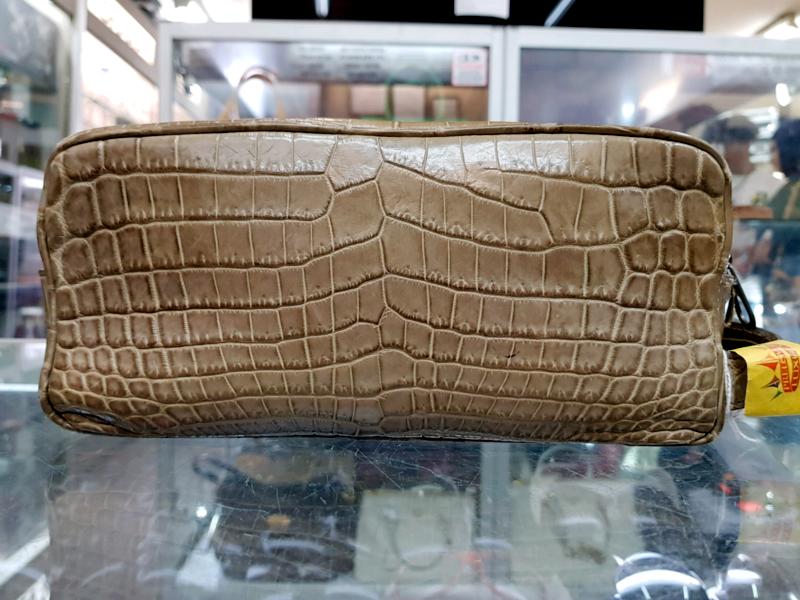 92465dd1858f GOOD CONDITION - Bottega Veneta Crocodile Leather Handbag