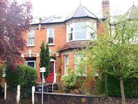 3 bedroom flat in Dollis Road, London, N3