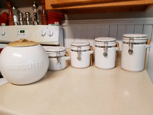 4 Kitchen Containers and Cookie Jar