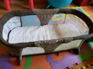 Summer infant sleeper/ bassinet 15$