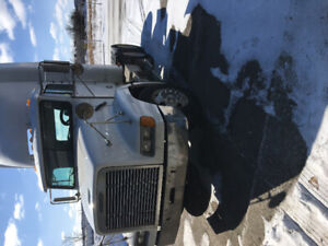 2001 Freightliner Day Cab Truck