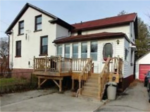 LUXURIOUS 1 BEDROOM, 1 BATHROOM AVAILABLE IN COBOURG!!