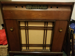 Antique tube radio and pull out turn table.
