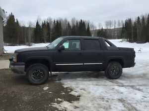2005 Chevy Avalanche Z71 **Possible Trades**