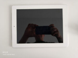 iPad 3rd Generation Wifi + Cellular 16G White - $170 (Burnaby)