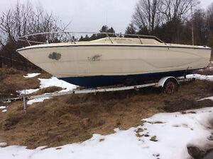 Bateau 20 pieds Glastron 1980 Cudy cabine