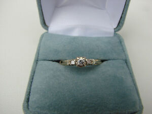 ELEGANT 3 DIAMOND RING