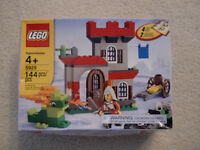 BRAND NEW LEGO 144 PIECE CASTLE SERIES FOR AGES 4 AND UP