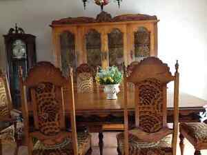 Exquisite Table & Hutch