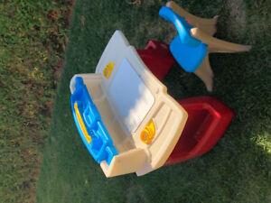 Table de dessin pour enfant avec chaise assortie