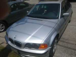 2001 BMW 325i Sedan, 330000 km, $999, for mechanic only or parts