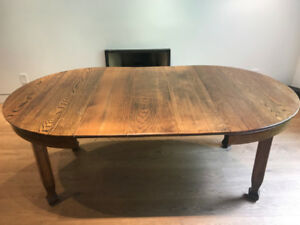 Antique Oak Dining Room Table: Expandable 4-6 people