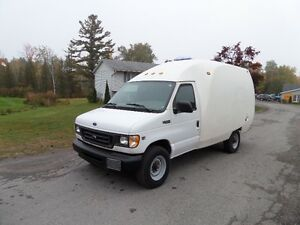 2002 Ford E-350 UNICELL VAN 7.3 DEISEL ONLY 54K $7995!!!