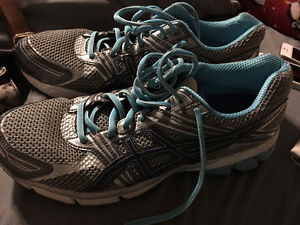 Woman's asics sneakers