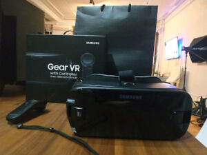 Samsung Gear VR with controller (made by oculus)