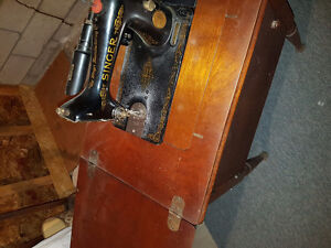 Antique  cabinet Singer Sewing machine - electric