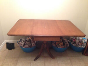 4 wooden press back chairs  and a claw table Peterborough Peterborough Area image 6