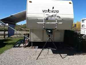 Canadian made Vanguard 27ft hard wall 5th wheel