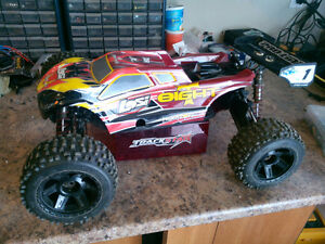 losi 8ight t 2.0 truggy brushless , plusieurs pièce de spare
