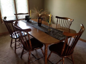 Dinning room and kitchen table and chairs