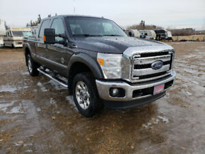 Ford F350 Super Duty Diesel 4x4 Lariat 6-Passenger Leather