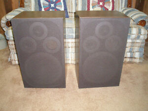 Set of 2 Lloyd's Brand Home Entertainment Stereo Speakers