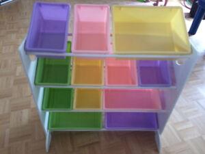 Bac rangement bois et compartiments plastique pastels