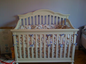 Convertible crib/double bed and dresser (crib mattress incl.)