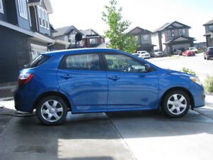 Like NEW 2009 Toyota Matrix with very low mileage
