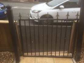 Gate and gate posts 126cm wide X 95cm tall