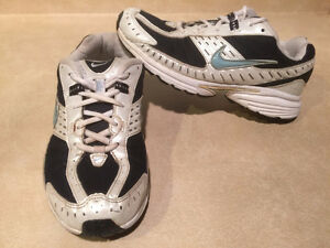 Women's Nike Impact Support Running Shoes Size 8 London Ontario image 5