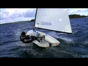 3.8 m (12.5 feet) Invitation Sailboat and Trailer