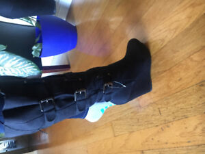 Knee high black boots never worn