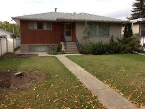 3 Bedroom House with large fenced yard and garage in Lauderdale