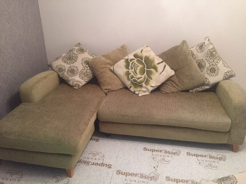 4 seater corner sofa with matching puffee