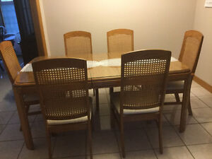 Solid oak dining table and 6 matching chairs.
