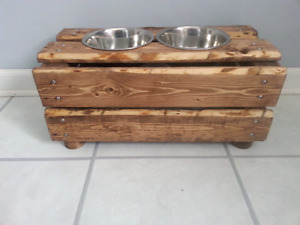 Dog food and water station
