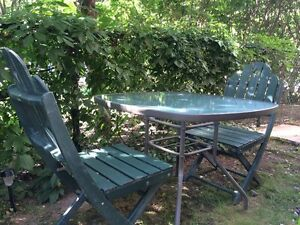 Table et chaises de jardin/ Outdoor table and chairs