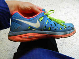 Cute Nike sneakers size 7.5