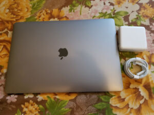 Brand new 2018 MacBook Pro 15.4', with touch bar/ID